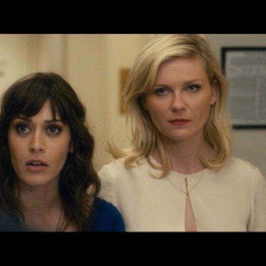 Brautjungfern haben Pflichten - Regan Gena und Katie treffen im Hotel auf die Jungs - Szene Poster