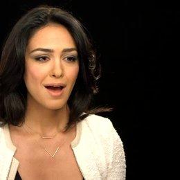 Nazanin Boniadi - Parisa Ghaffarian - über den Iran im Film - OV-Interview Poster