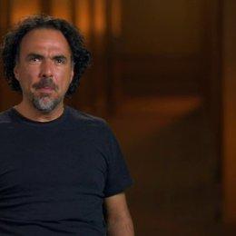 Alejandro González Inárritu (Regisseur, Autor, Producer) über die Bedeutung des kontinuierlichen Filmflusses in Birdman - OV-Interview