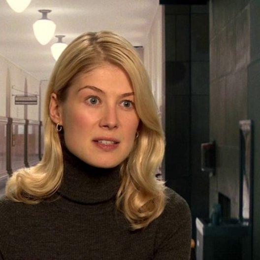 Rosamund Pike - Helen über ihre Rolle - OV-Interview