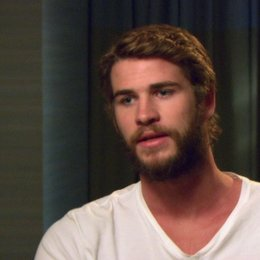 Liam Hemsworth - Gale Hawthorne - wie sich Gale verändert hat - OV-Interview Poster
