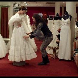 Patti sucht mit Cocco das Brautkleid aus - Szene Poster