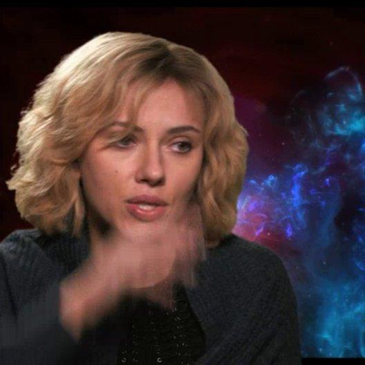 Scarlett Johansson - Lucy -  über ihre Rolle - OV-Interview Poster