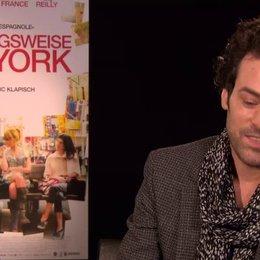 Romain Duris - Xavier Rousseau - über die Vaterrolle im Film und im wahren Leben - OV-Interview Poster