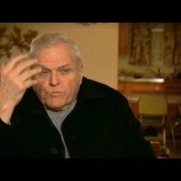 Brian Dennehy (George Brennan) über Russel Crowe - OV-Interview Poster