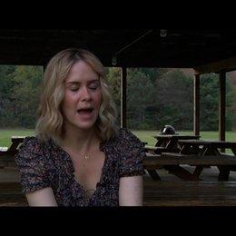 Sarah Paulson (Lucy) über Elizabeth Olsen - OV-Interview Poster