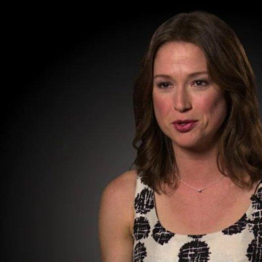 Elle Kemper (Tess) über Cameron Diaz und Jason Segel - OV-Interview Poster