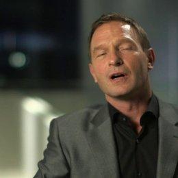 Thomas Kretschmann über seine Rolle Teil 1 - OV-Interview Poster