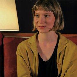 Mia Wasikowska über die Kamele - OV-Interview Poster