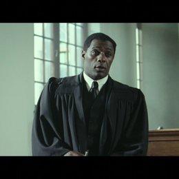 Schwarze gegen Weiß - Mandela als Verteidiger im Gericht - Szene Poster