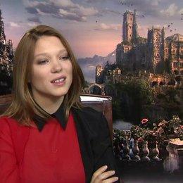 Lea Seydoux - Belle - über die Faszination von Märchen auf sie - OV-Interview Poster