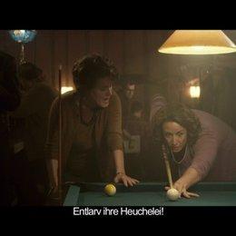 Hannah und Mary beim Billard - Szene Poster