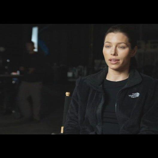 "Jessica Biel - ""Capt. Charisa Sosa"" über Joe Carnahan - OV-Interview Poster"