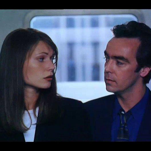 Sie liebt ihn - sie liebt ihn nicht - Trailer Poster