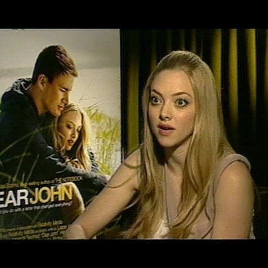 Amanda Seyfried / SAVANNAH CURTIS / über Lasse Hallstroem - OV-Interview Poster