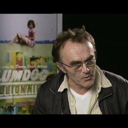 Danny Boyle (Regie) - über die Dreharbeiten in Mumbai - OV-Interview Poster
