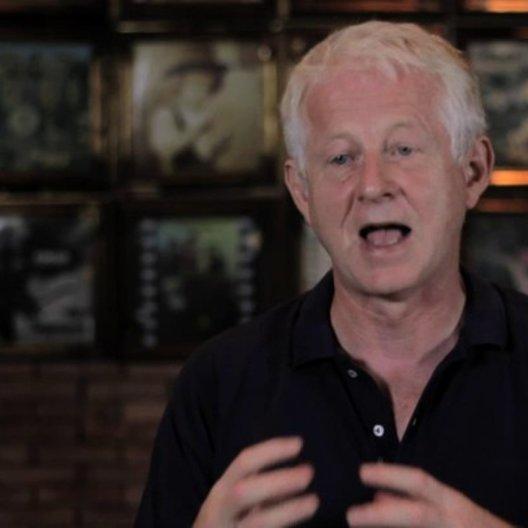 Richard Curtis über den Charme des Films - OV-Interview Poster