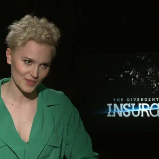 Veronica Roth - Autorin - was ihr an Insurgent gefällt - OV-Interview Poster