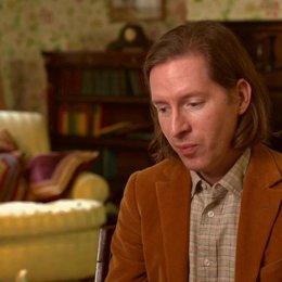 Wes Anderson - Drehbuchautor & Regisseur - darüber, wie die Idee für den Film entstand - OV-Interview Poster