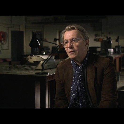 GARY OLDMAN -George Smiley- über den Anti-Bond - OV-Interview Poster