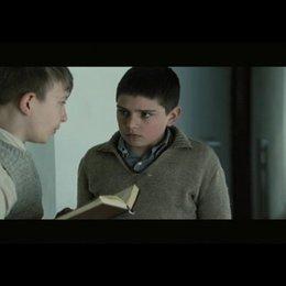 Alexander leiht sich das Buch vom B Karli - Szene Poster