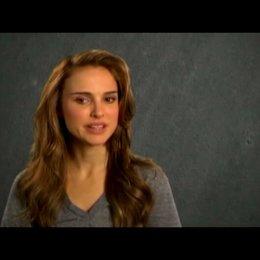 Natalie Portman (Grace Cahill) über ihre Reaktion auf das Drehbuch, die Arbeit mit Tobey Maguire, die Arbeit mit Jake Gyllenhaal und wie die Geschicht