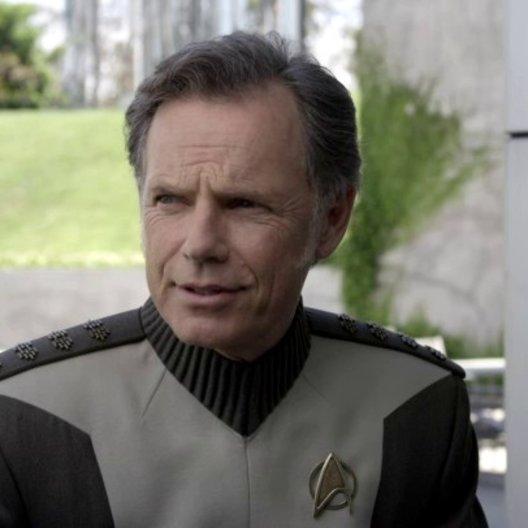 Bruce Greenwood - Captain Pike - über die Beziehung zwischen Captain Pike und Kirk - OV-Interview Poster