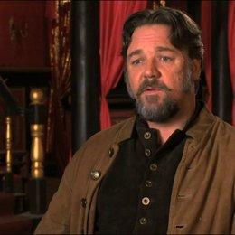 Russell Crowe über RZA als Regisseur - OV-Interview Poster