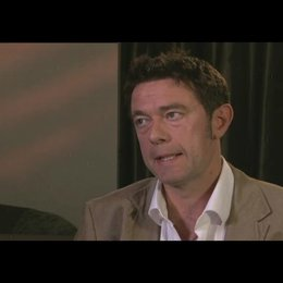 Peter Straughan über die Herausforderungen bei der Umsetzung der Buchvorlage - OV-Interview