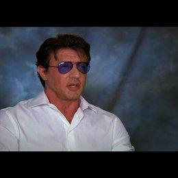 Sylvester Stallone über die Stunts - OV-Interview Poster