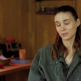 Rooney Mara über die Jungs in dem Film - OV-Interview Poster