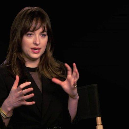 Dakota Johnson über die Veränderung der Charaktere im Laufe des Films - OV-Interview