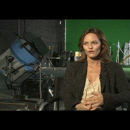 Vanessa Paradis über die überraschende Besetzung - OV-Interview Poster
