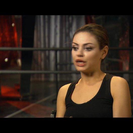 Mila Kunis über die Unterschiede zwischen Nina und Lily - OV-Interview Poster