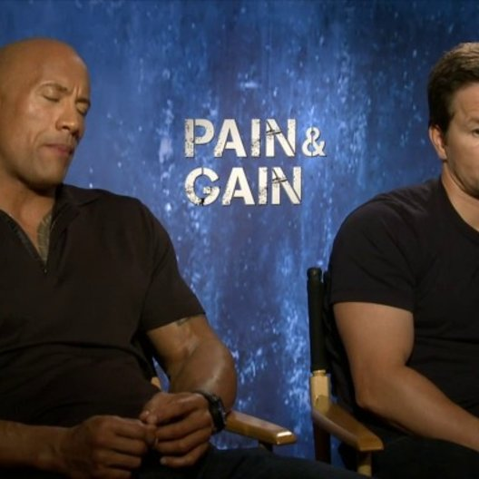 Mark Wahlberg und Dwayne Johnson - Daniel Lugo und Paul Doyle - über den Regisseur Michael Bay - OV-Interview Poster