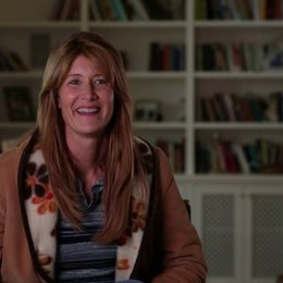 Laura Dern über Bobbies Einstellung zum Leben - OV-Interview Poster