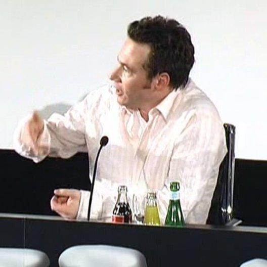 Bully über die Ehre, animiert zu werden - Pressekonferenz