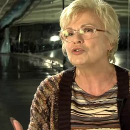 Julie Walters - Yvonne - über den Reiz des Films - OV-Interview Poster