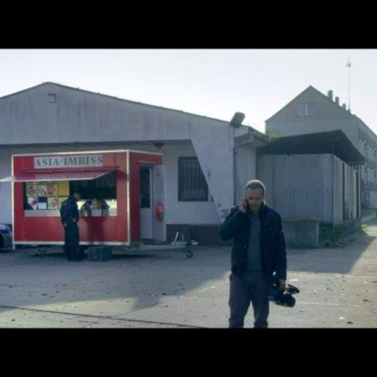 Reporter Florian Meier ist in Prittwitz einer brisanten Geschichte auf der Spur - Szene