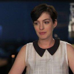 Anne Hathaway - Jewel - über die Geschichte - OV-Interview Poster