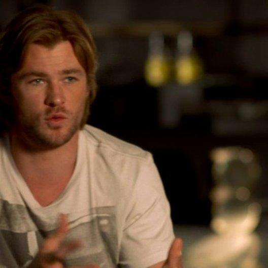 Chris Hemsworth - Thor über die Dynamik zwischen den Avengers - OV-Interview Poster