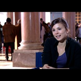 Aylin Tezel (Canan) über die Klischees - Interview Poster