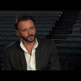 """Tim McGraw (""""James Canter"""") über das Besondere an der Geschichte - OV-Interview Poster"""