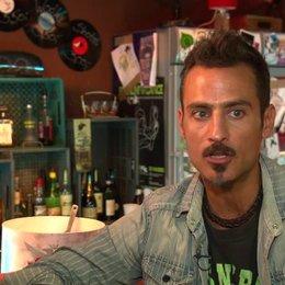 Raz Dagan (Silvio) über die Themen im Film und die Story - OV-Interview
