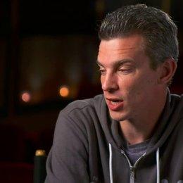 Josh Boone - Regisseur - darüber, wie Hazel und Gus sich treffen - OV-Interview Poster