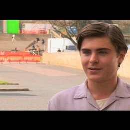 Zac Efron (Richard) über die Arbeit am Theater - OV-Interview Poster
