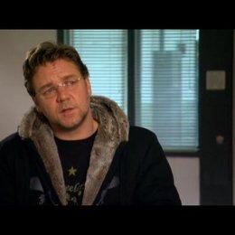 Russel Crowe (John Brennan) über Elizabeth Banks - OV-Interview