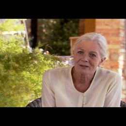 "VANESSA REDGRAVE - ""Claire"" über AMANDA SEYFRIED - OV-Interview Poster"