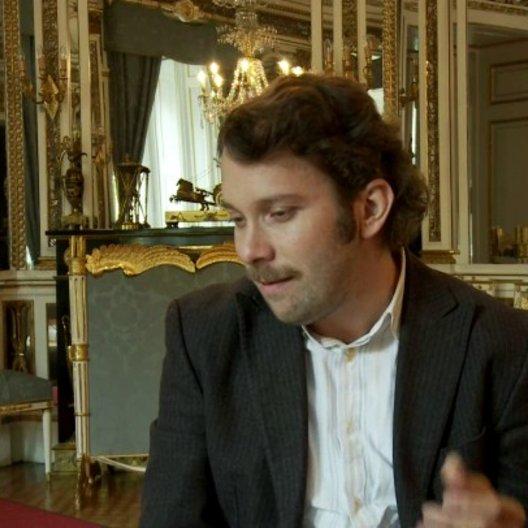 Christian Ulmen - Georg über die Story - Interview Poster