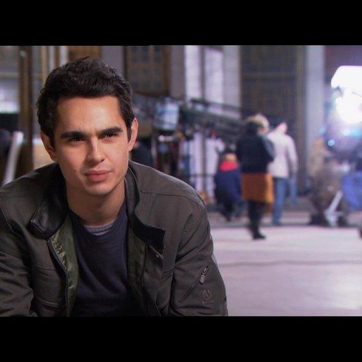 Max Minghella (Ben) über Rachael Taylor - OV-Interview